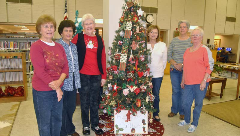 THE DAILY LEADER / KIM HENDERSON / Members of the Piecemakers Quilter's Guild pictured with their Christmas tree at the Lincoln County Public Library are (left to right) Jacque Coons, Catherine Taylor, Caroline Kluge, Connie Anderson, Sue Thorton and Kay Mattos.