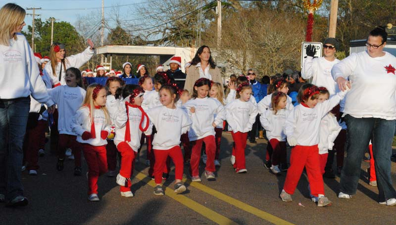 The Nena Smith dancers take to the streets of Wesson and stay warm by performing their dance moves.