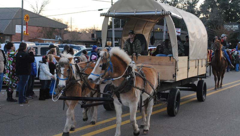THE DAILY LEADER / JUSTIN VICORY / To end the Wesson Christmas Parade Tuesday afternoon, a horse-drawn wagon rolled up and down Highway 51.
