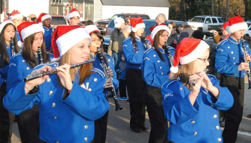Wesson's High School marching band puts a smile on the faces of parade goers with a number of Christmas songs.