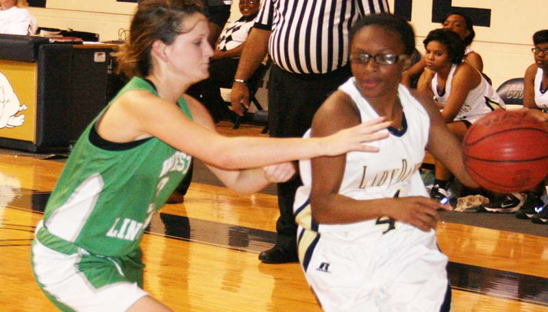 DAILY LEADER / MARTY ALBRIGHT / West Lincoln's Alli Mullins (left) applies pressure on Franklin County guard Jada Hunt Monday night in basketball action.