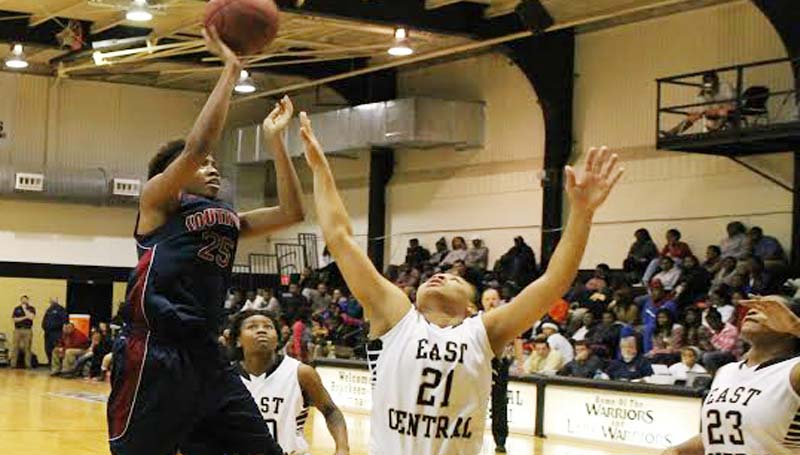 SOUTHWEST MEDIA / MICHAEL GUNNELL / Southwest's Elayne Robinson (25) glides in for a layup against East Central Thursday night.