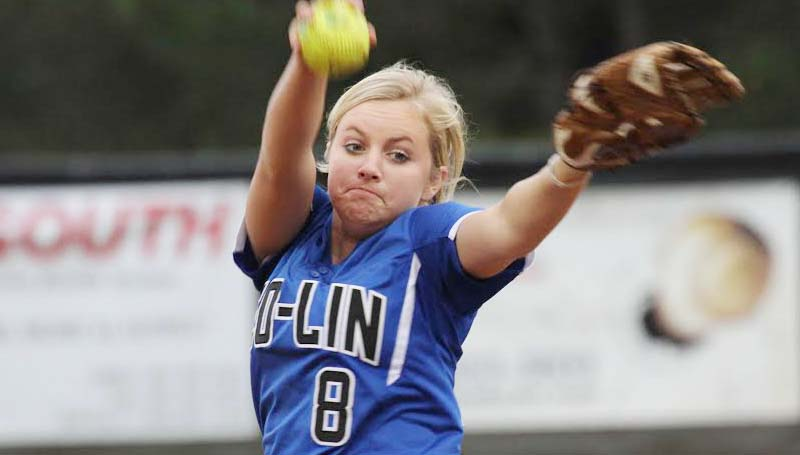 DAILY LEADER / NATALIE DAVIS / Co-Lin pitcher Rheagan Welch delivers her pitch against Shelton State in softball action Tuesday.