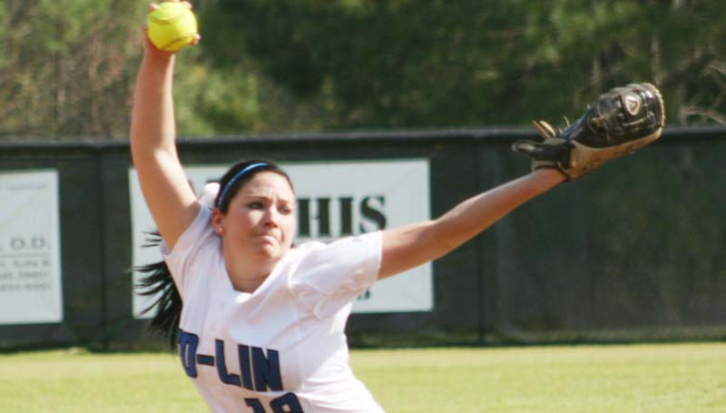 DAILY LEADER / MARTY ALBRIGHT / Co-Lin's Brooke Gonzales prepares to deliver her pitch to Hinds in game one of the doubleheader Tuesday.