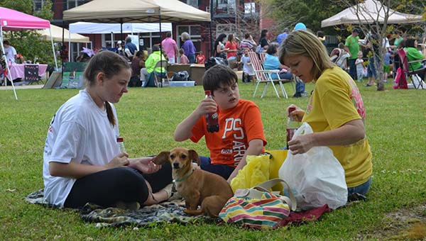 THE DAILY LEADER / RACHEL EIDE / Anna, Jacob and Stephanie Noble (from left) and their Dachshund, Duke, enjoy a picnic on the Mississippi School of the Arts campus during BarkFest 2014 Saturday.