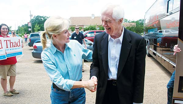 t>Photo By KATIE WILLIAMSON  U.S. Sen. Thad Cochran, R-Miss., is greeted by Cindy Hyde-Smith (above left), the Mississippi Commissioner of Agriculture and Commerce, outside of Poppa's Fish House on Tuesday. Cochran spoke to a lunch meeting of civic clubs at the restaurant. Meanwhile, Jeff Canton and Dustin Cothern